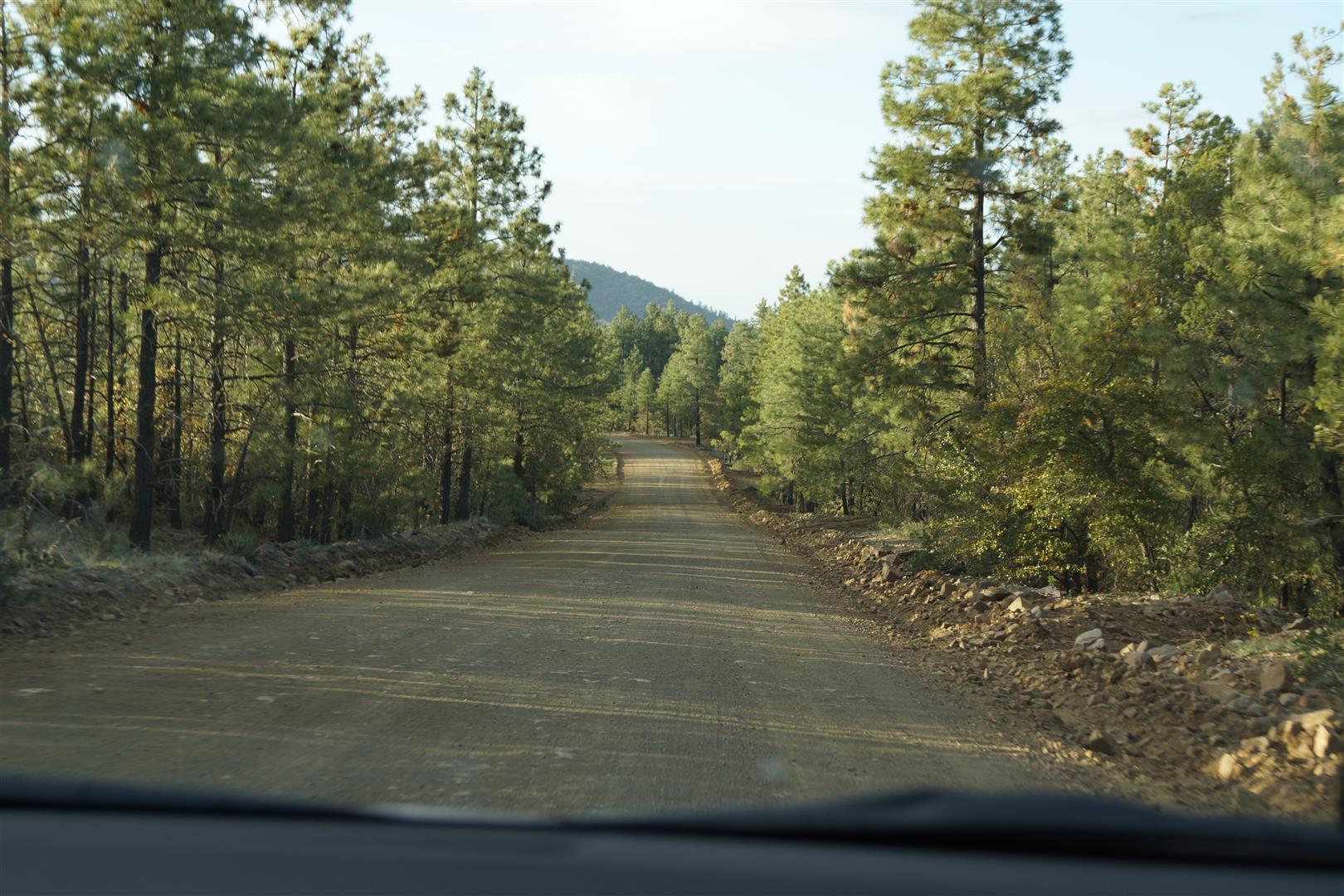 Erst gab's nur viel ungeteerte Straße,...
