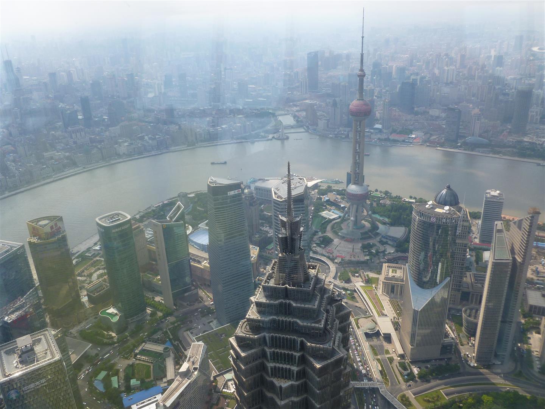 Blick vom Shanghai World Financial Center. Dem bis vor kurzem höchsten Gebäude der Stadt.