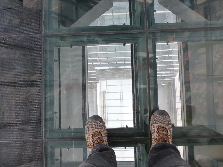 Natürlich schön mit Glasboden. Erstaunlich wie viele Menschen sich nicht trauen, da drauf zu stehen...