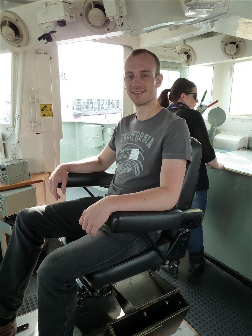 Im Kapitänssessel des Zerstörers HMAS Vampire.