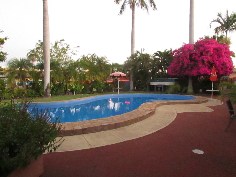 Im Vergleich unser Pool vom Motel.