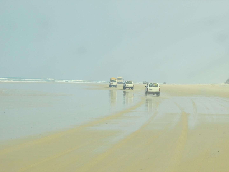In der Kolonne ging's den Strand entlang gedüst.