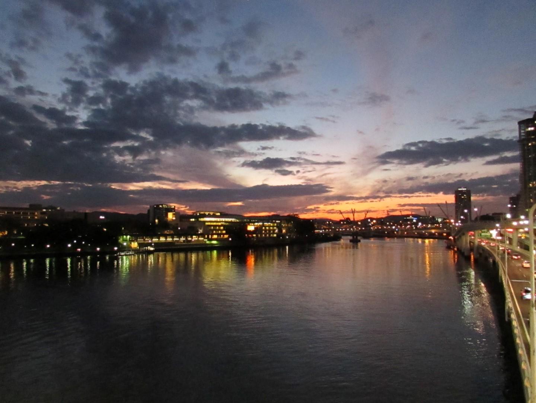 Sonnenuntergang von der Vicoria Bridge aus.